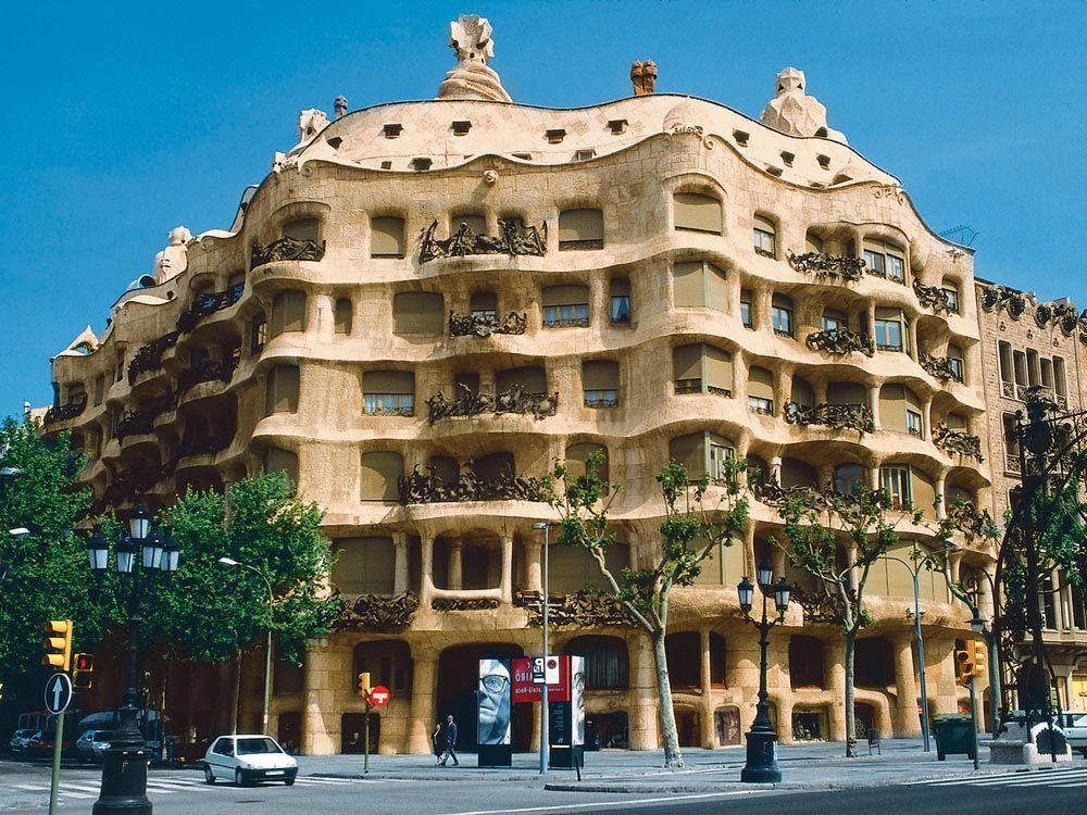 Casa Milá | Antoni Gaudi | Pinterest  Casa Milá | An...