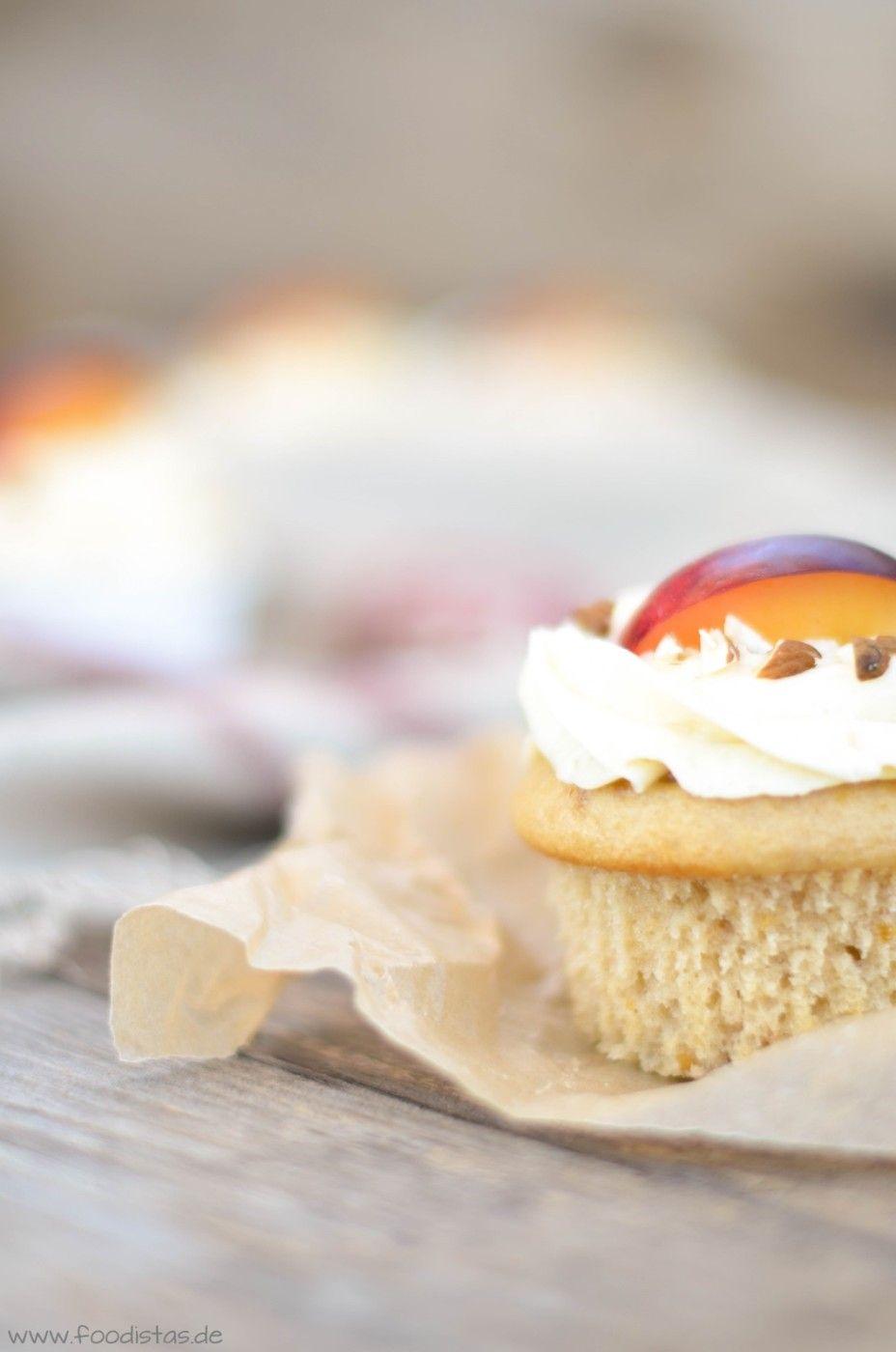 Pflaumen Cupcakes mit Mandeltopping und beschwipstemKompott von den [Foodistas]