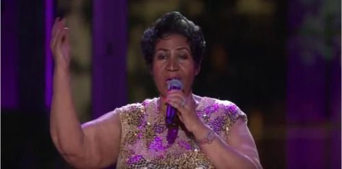 Aretha Franklin rinde homenaje a Prince https://t.co/VUr2lFSWAX...