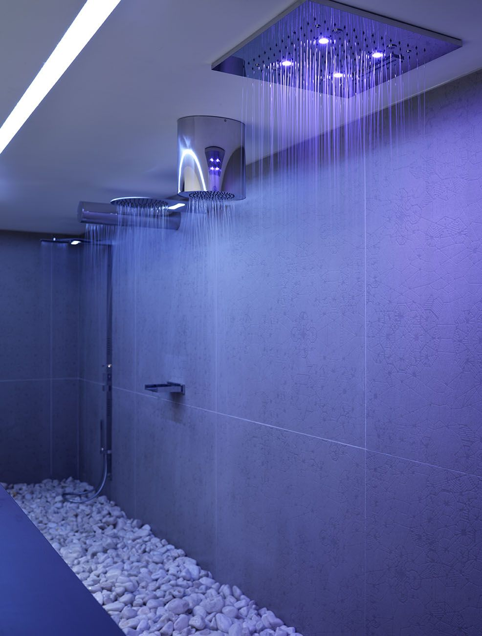 http://walkinshowers.org/6-incredible-rainfall-shower-head-examples ...