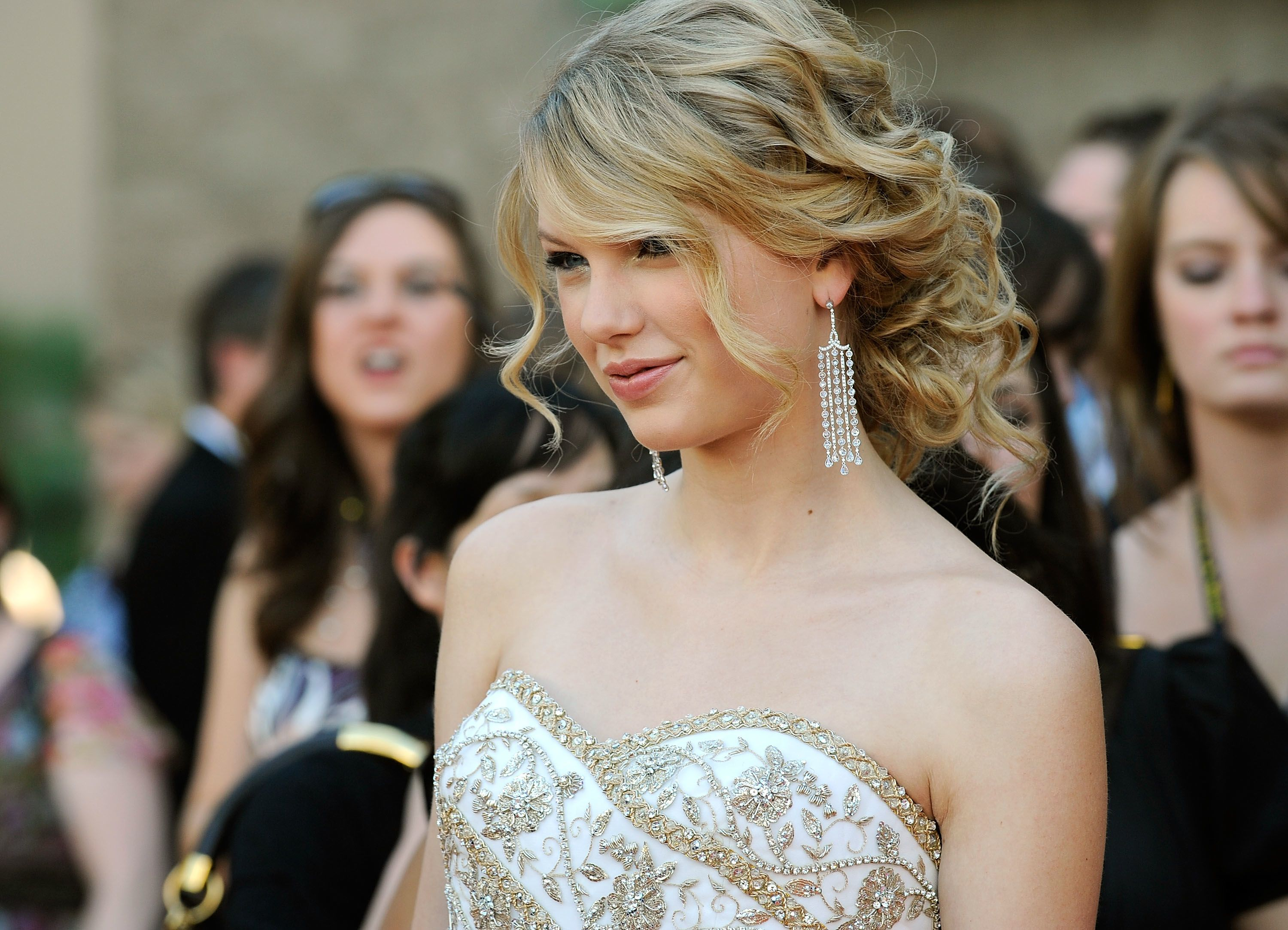 Taylor Swift Curly Ponytail Updo