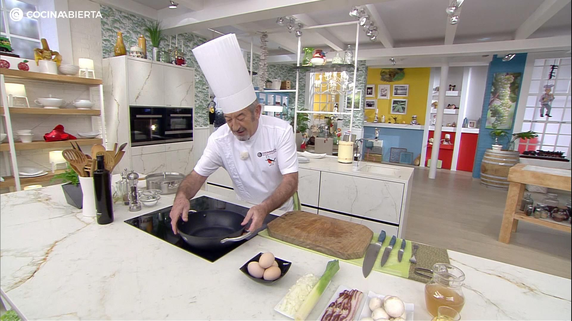 Huevos Con Salsa Bretona Receta De Karlos Arguiñano En Cocina Abierta Hogarmania Video Video Recetas Karlos Arguiñano Recetas Economicas