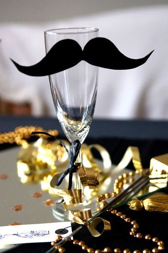 silvester deko ideen sektglas mit moustache masks pinterest silvester silvester party. Black Bedroom Furniture Sets. Home Design Ideas