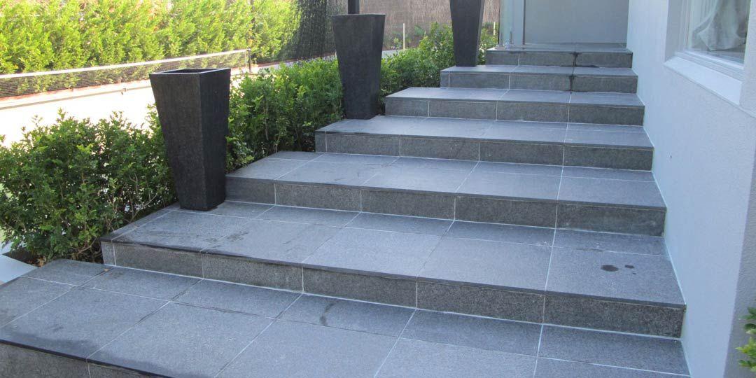 Granite Patios Granite Paving Slabs Granite Paving Uk Cheap Surrey In 2020 Natural Stone Pavers Granite Paving Driveway Design
