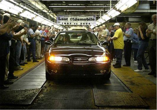 Used Car Dealerships In Lansing Mi >> The Final Car Built By Oldsmobile A Dark Cherry Metallic