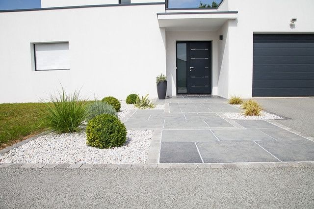 Allee De Garage Moderne Focus Dallage Entree Terrasse Et Patio Nantes Par | Entree de maison ...