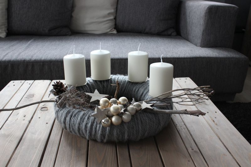 aw64 adventskranz aus wolle wollkranz handarbeit dekoriert mit nat rlichen materialien. Black Bedroom Furniture Sets. Home Design Ideas