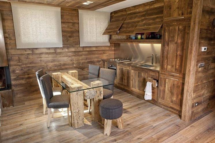 Case Di Montagna Interni : Cucina arredata in stile moderno montagna nel case di