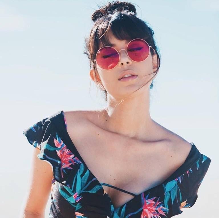 859102563b A melhor mistura de um óculos Ray Ban! O modelo Ja Jo chegou conquistando  os corações da itgirls como a estilosa  ricademarre  oticaswanny  rayban   jajo ...