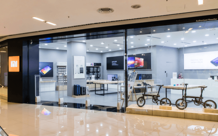 The Number Of Mi Store Is Growing In 2019 It Will Be 100 In Spain Store Design Retail Store Design Design