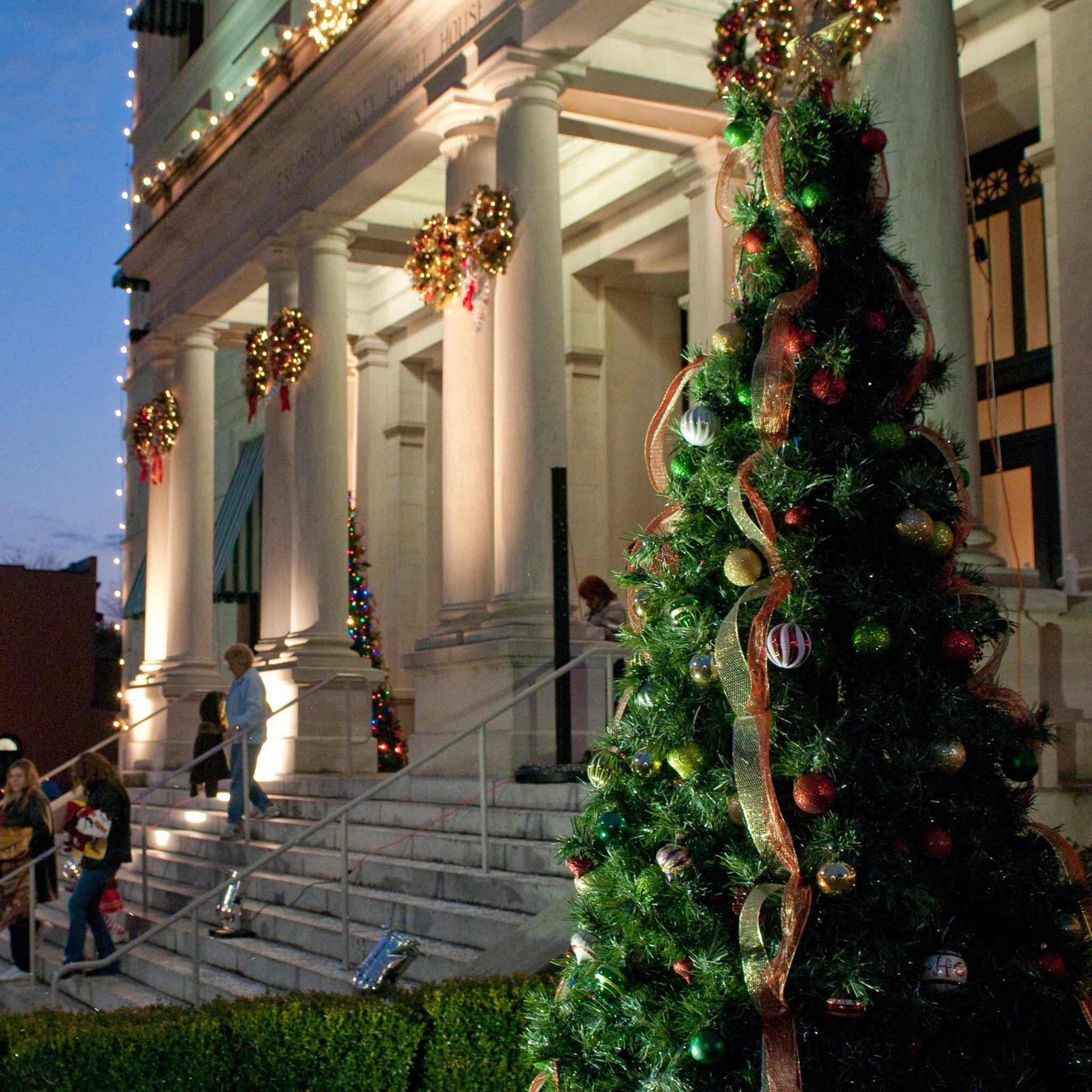 Best Experiences To Celebrate Christmas In Pensacola Florida Travelawaits Florida Festivals Amelia Island Florida Winter Festival