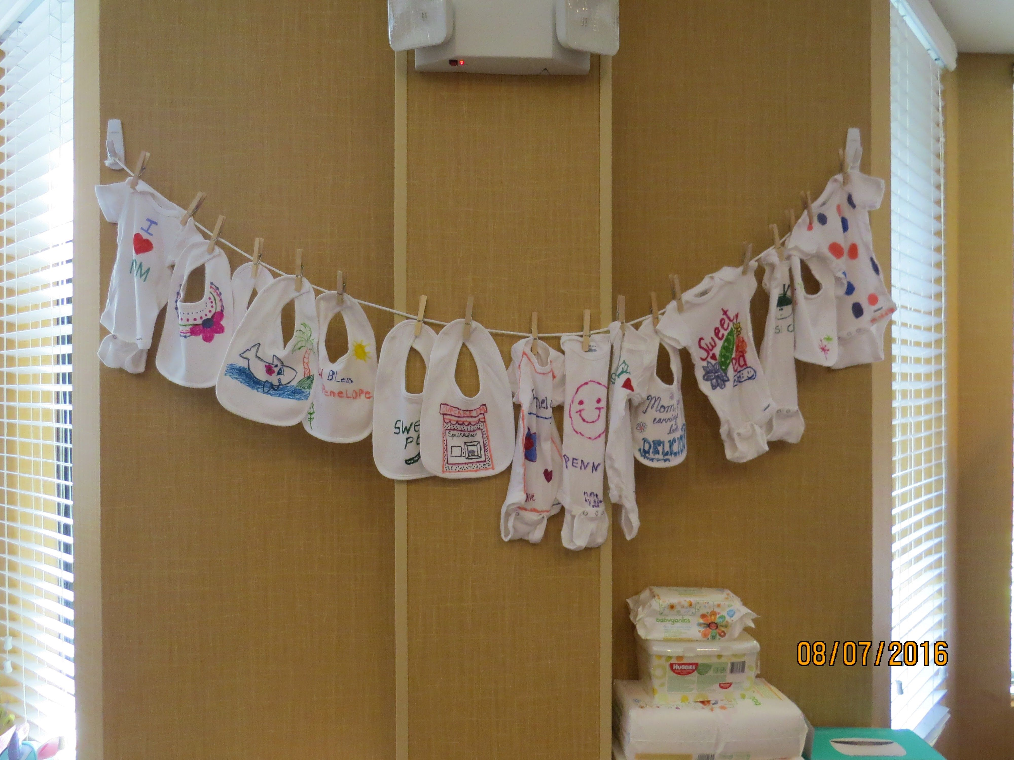 Decorate Baby Bibs We Had A Bib Or Onsie At Each Table To Decorate Baby Shower For