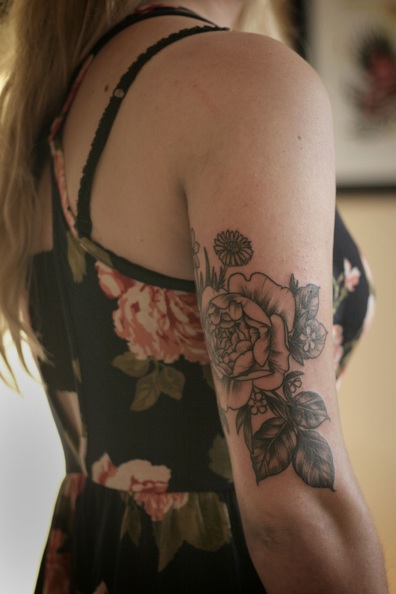 Roses tattoo shoulder tumblr 1000 geometric tattoos ideas - Alice Carrier Rose And Wildflower Bouquet