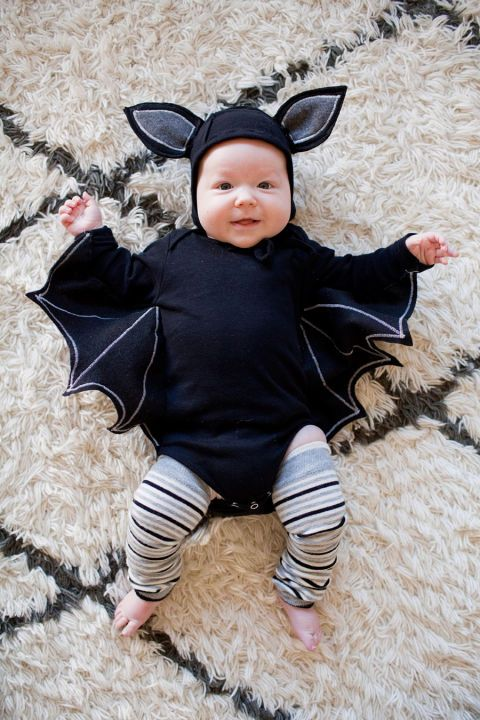 bebé disfrazado de murciélago
