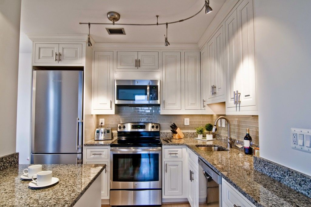 Pin By Yc Rater On Kitchen In 2020 White Wood Kitchens Kitchen Design Kitchen Remodel