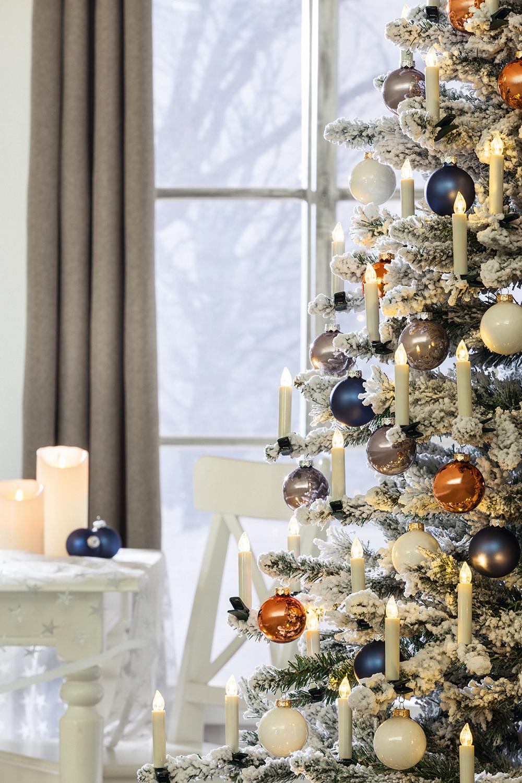 Dieses batteriebetriebene LED-Weihnachtskerzen-Set sorgt mit ...