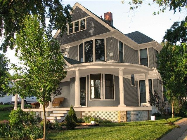 A colorful decision exterior colors exterior and house for Night owl paint color