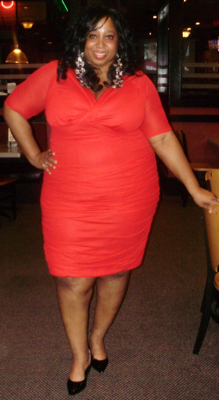 b677042b1d9 Features editor Cassandra is looking dangerously curvy in the Plus Size Betsey  Ruched Dress.  plussize  kiyonna  KiyonnaPlusYou