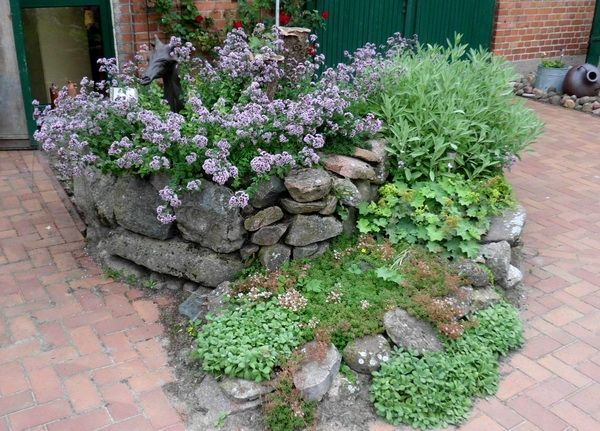 kräuterspirale aus feldsteinen | garten | pinterest, Gartenarbeit ideen