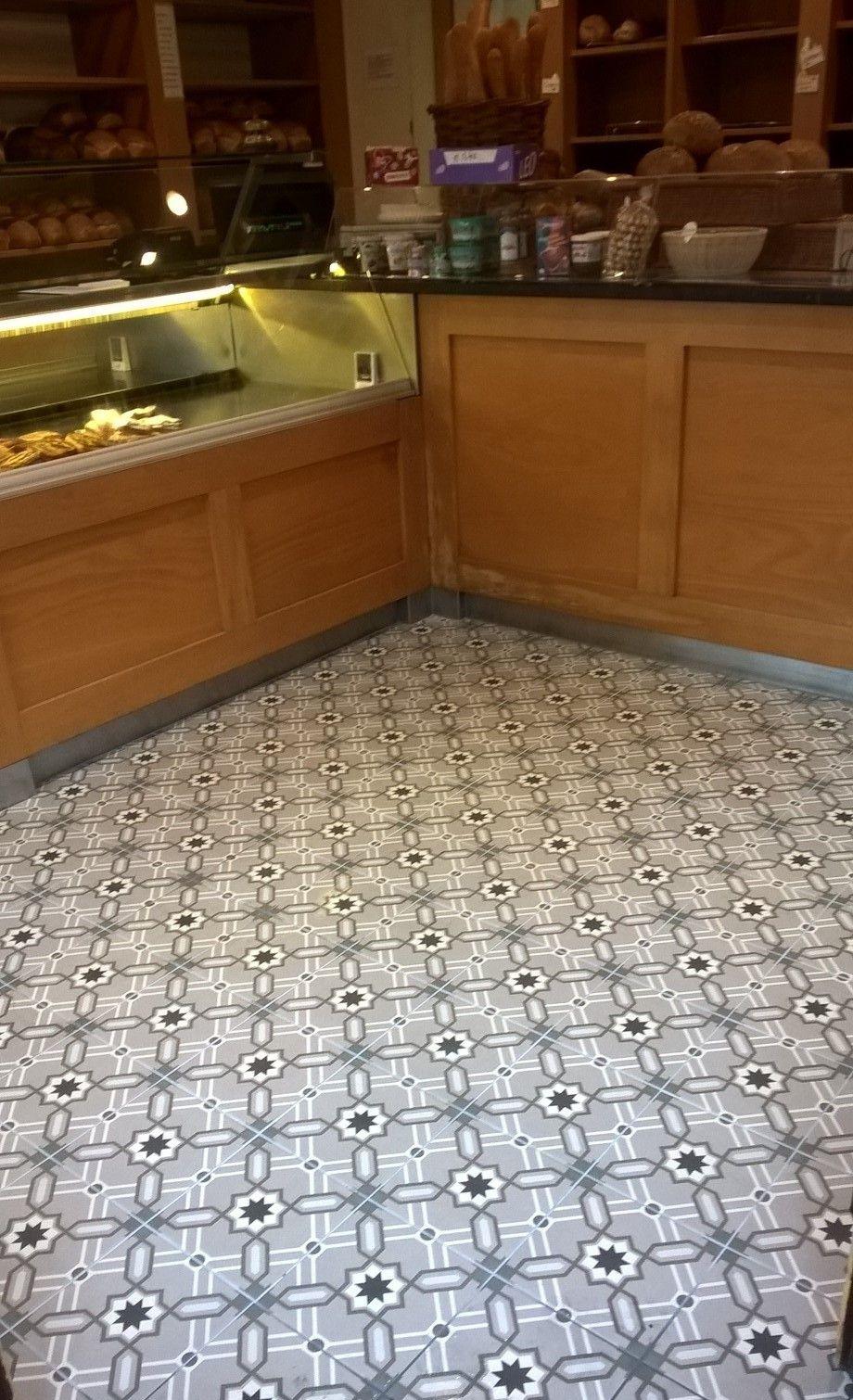Odie tile revoir paris in a bakery shop revoir paris tiles pinterest vloeren tegels en - Tegel metro parijs ...