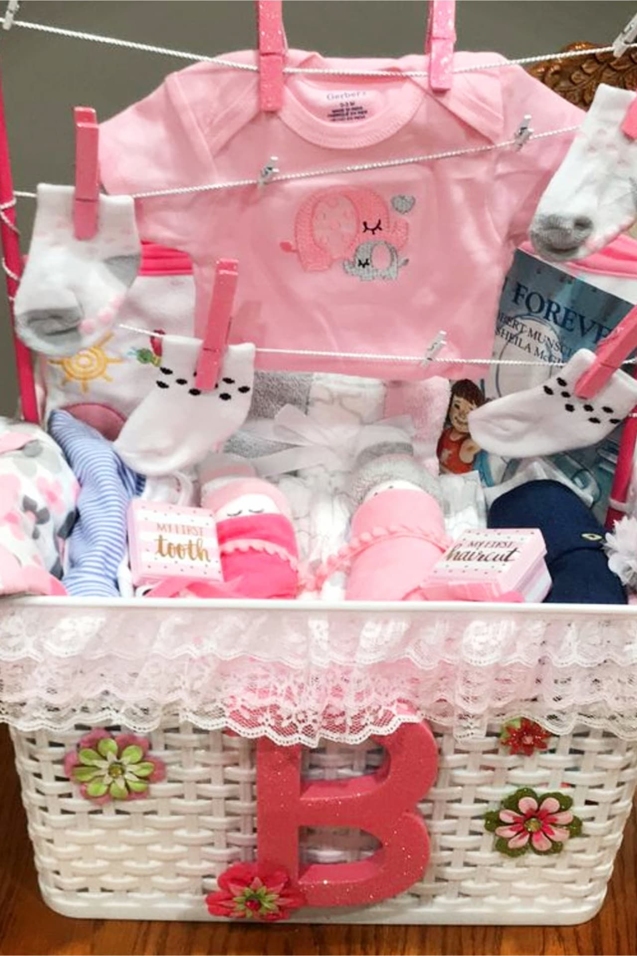 What To Put In A Baby Shower Gift Basket : shower, basket, Shower, Basket, Ideas, Creative, Baskets, You're, Budget, Gifts,, Basket,