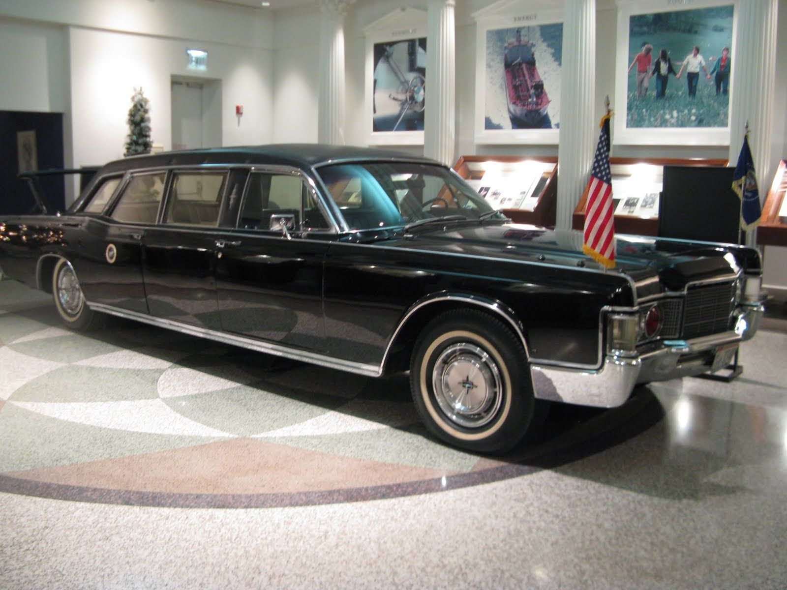 1960 lincoln continental mark v limousine elvis presley muscle car museum elvis presley vehicles pinterest car museum lincoln continental and