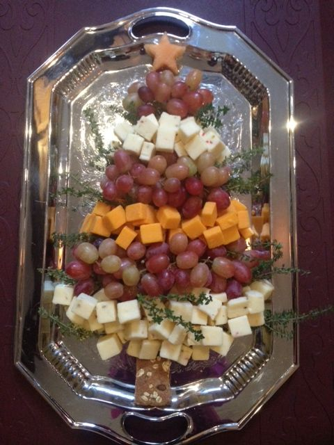 easy diy cheese and grape christmas appetizer - Pinterest Christmas Appetizers