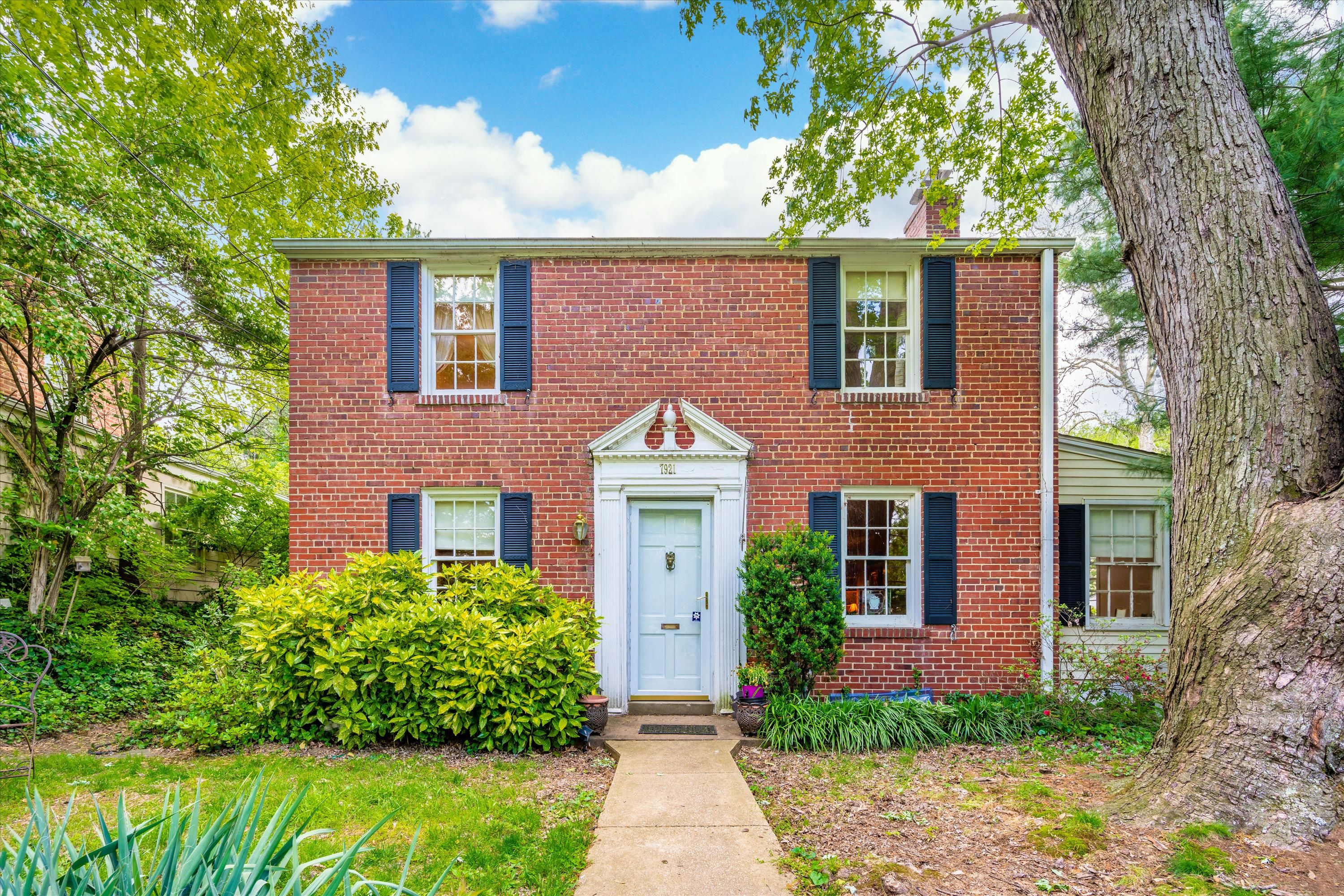 Debbi Atkinson Of Team Reeder With Long Foster Real Estate Just Listed 7921 Chelton Road Bethesda Md 20814 Location Loca In 2020 Bethesda Fee Simple Home Warranty