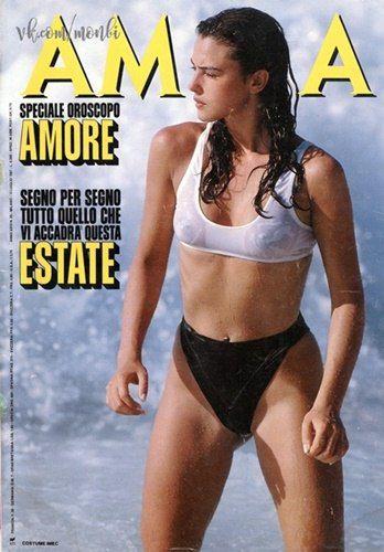Bikini Nude Italian Moore HD