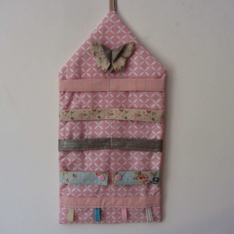 Range barrettes mural romantique rose et son papillon en origami ...