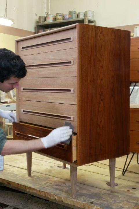 Keep Teak Furniture Looking Its Best Diseno De Interiores Moderno Vestidores Modernos Diseno De Interiores