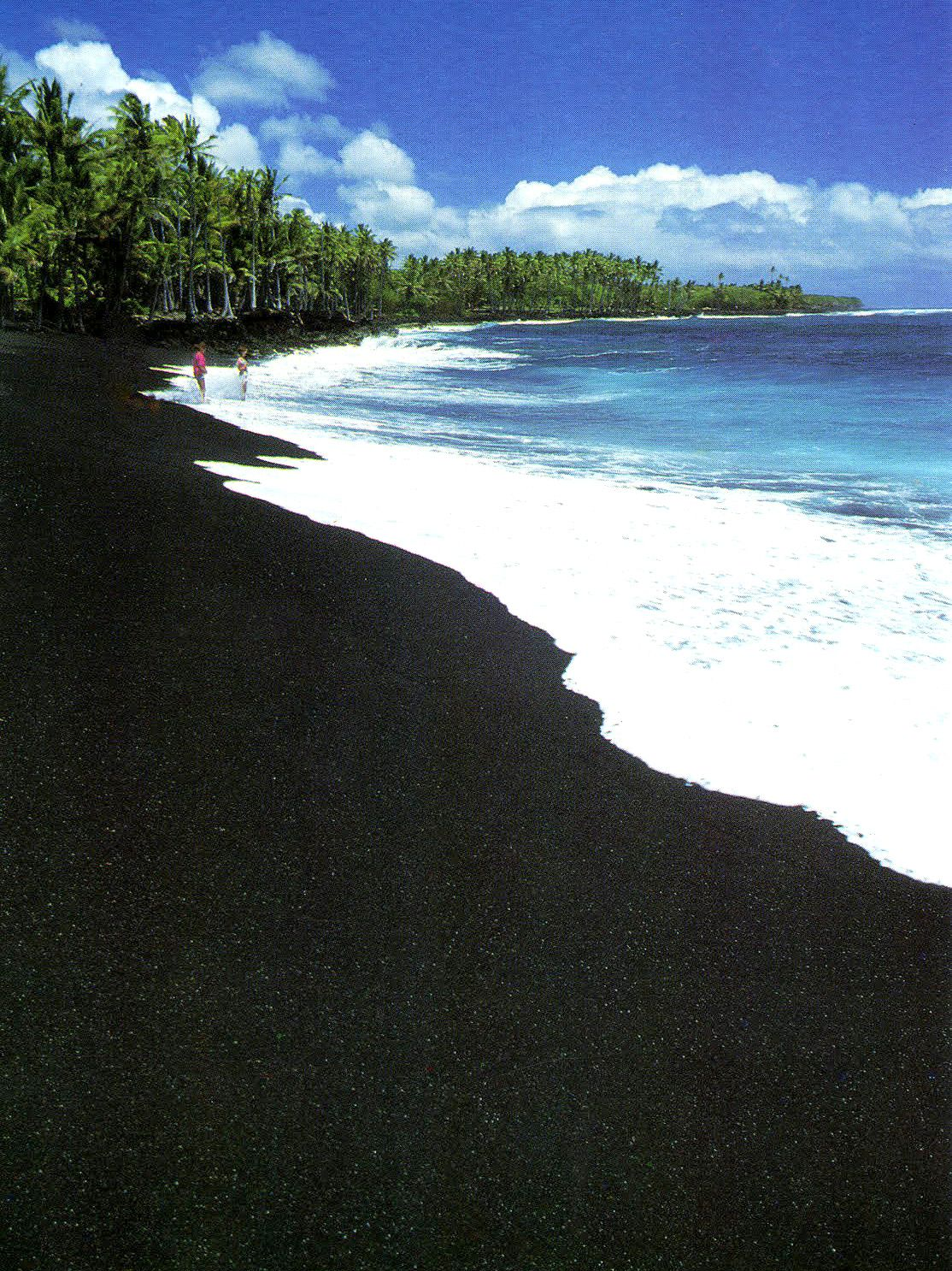 Black Sand Beach Hawaii So Cool And Weird I Think It Is Caused By The Types Of Rocks But Don T Know