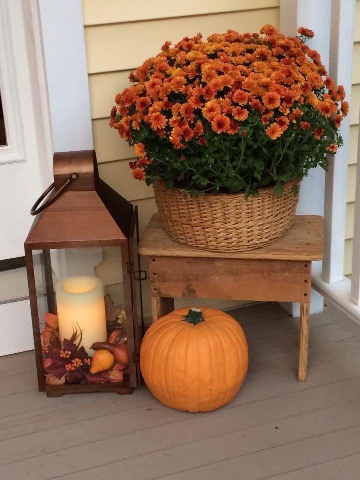Bench Mum Pumpkin Lantern #fallfrontporchdecor