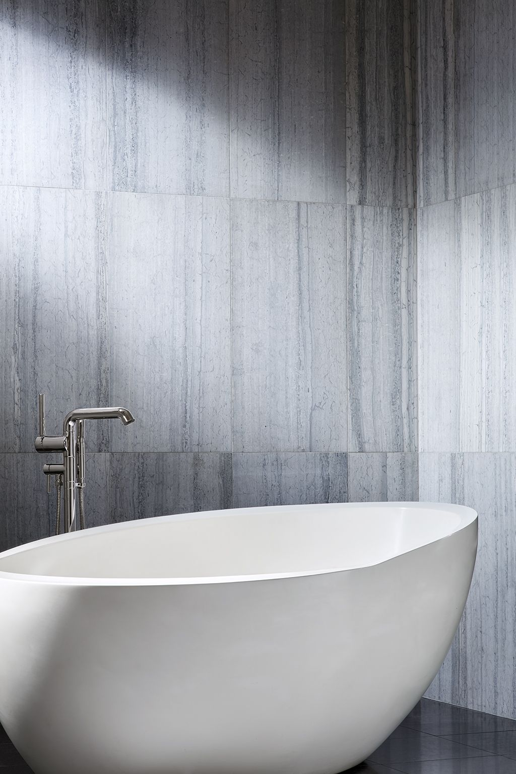 25 70 X 40 X 29 Freestanding Oval Bathtub White Bathroom
