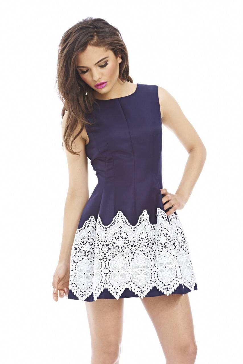 vestido corto azul con detalle de encaje en parte inferior ...