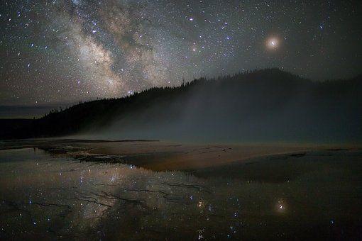 milky way stars sky  yellowstone nationalpark