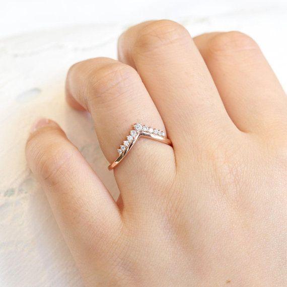 V Wedding ring Chevron wedding band Crown ring Curved wedding band Alternative engagement ring