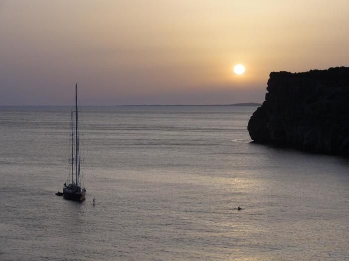 ショロイ洞窟から見た夕日。メノルカ島の海は1日中、楽しめます。