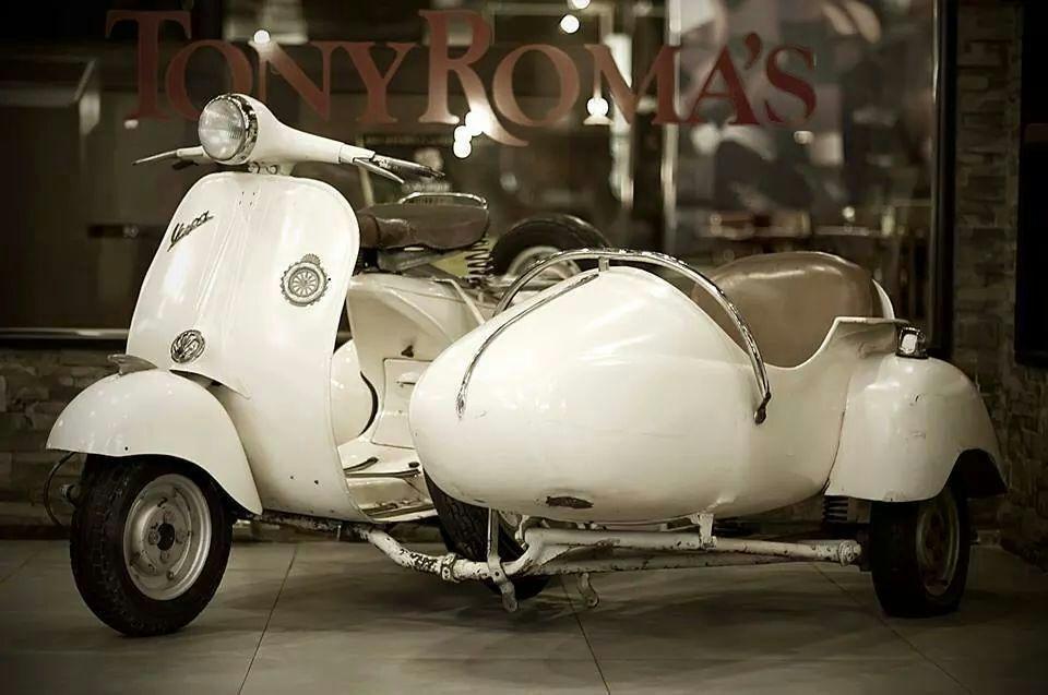 Vespa with Sidecar<3