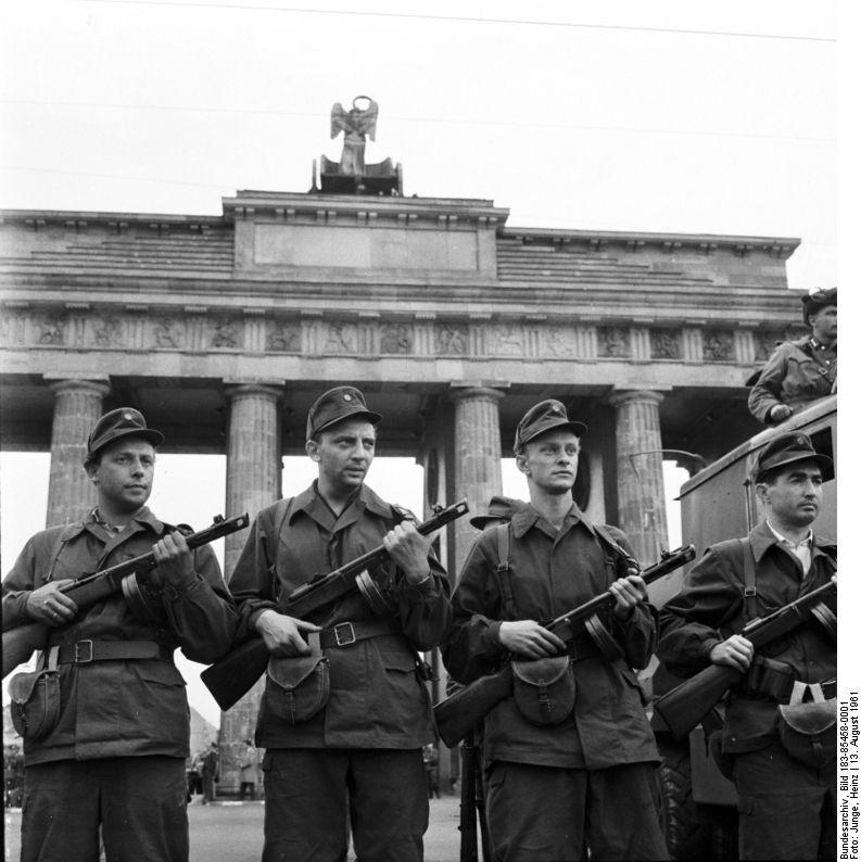 Mauerbilder In Ost Und West Geschichte Deutsche Geschichte Berliner Mauer