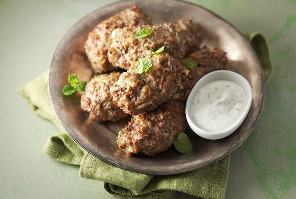 Kun haluat hiukan maukkaampia jauhelihavartaita, koeta tätä ohjetta. :) http://www.valio.fi/reseptit/lammaskebabit-1/