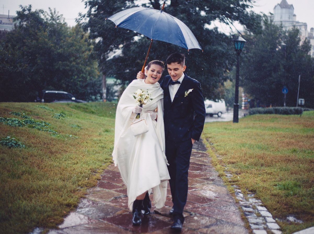 Insurance For Wedding Planners: Rainy Day Back Up Plan For Outdoor Weddings │ Markel