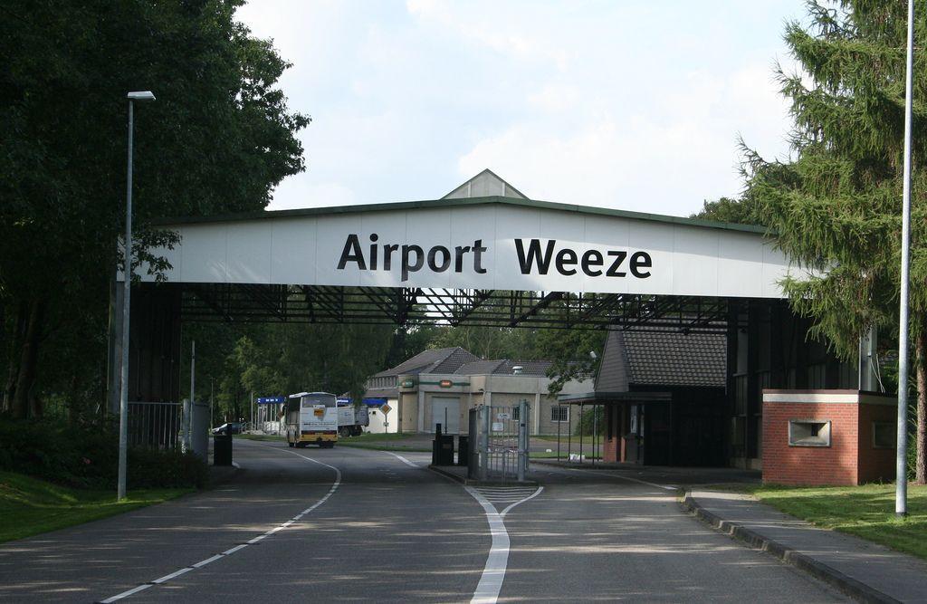 "Airport ""Düsseldorf"" Weeze Travel bugs"