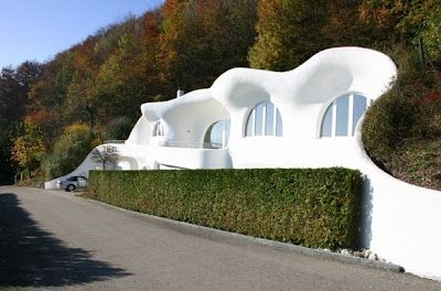 Casa cueva diseño orgánico y futurista