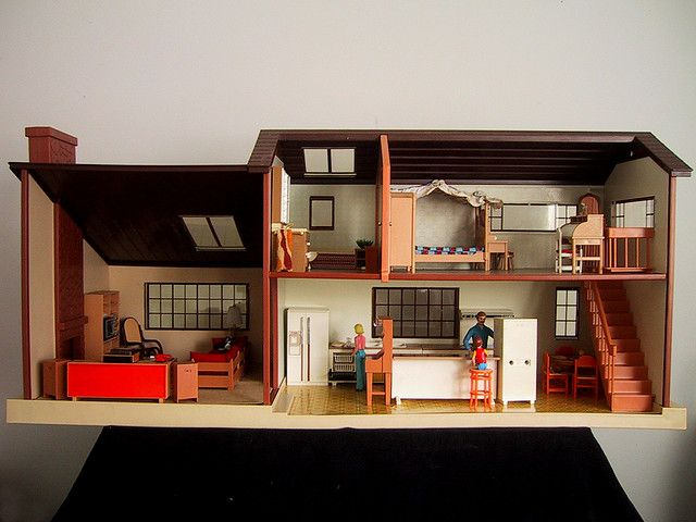 68a7a877928023dc06a2aa40bb09d04f - Tomy Smaller Homes And Gardens Dollhouse For Sale