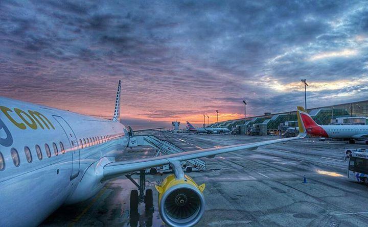 Qué bonito es el cielo cuando se tiñe de color   by @joao_rosao - Thank you!  #Austria #sky #superhubs_4m #Repost #plane #travel #skylovers #art Hotels-live.com via https://www.instagram.com/p/BDlebY-gi6f/ #Flickr