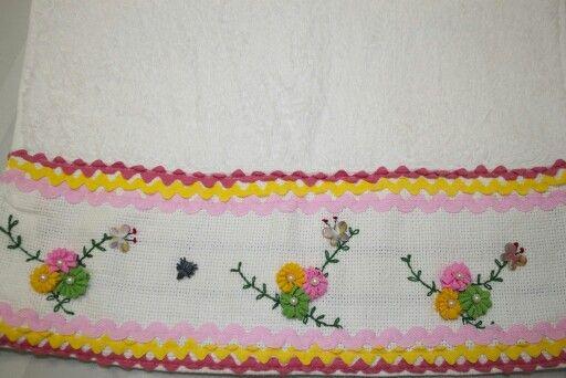 Toalla de cortesia flores elaboradas con trencilla