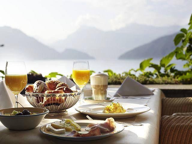 Brunch In A Breeze: Can You Feel The Gentle Ocean Breeze? Breakfast With View