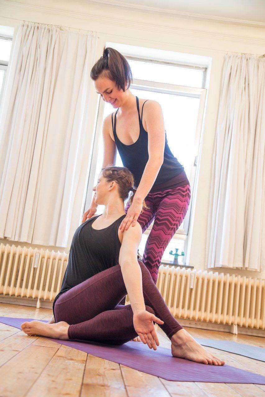 Der Yogalehrer Isst Alles Auf