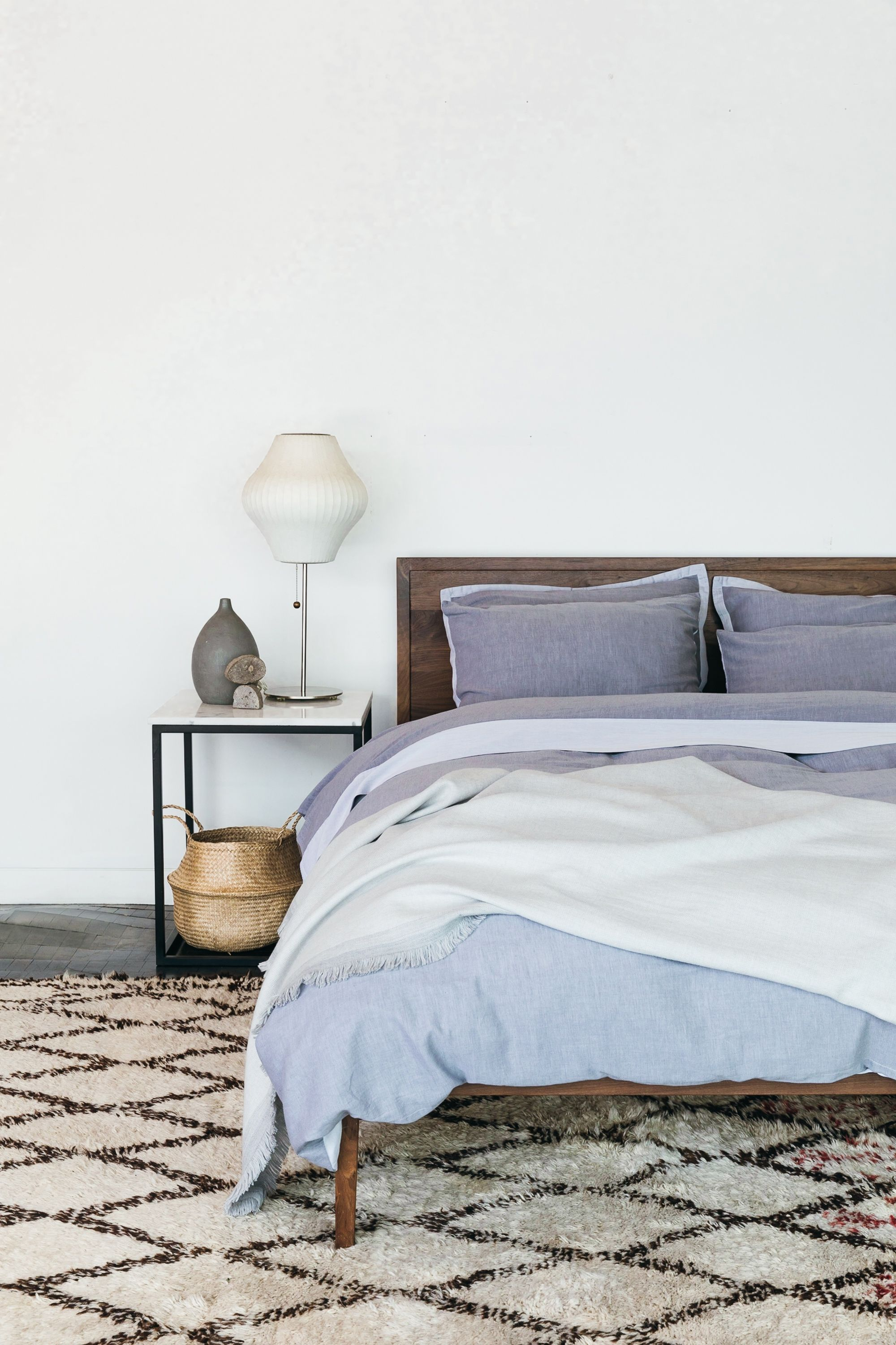 The Two Toned Washed Sateen Duvet Cover Set In Pewter Adds Design Interest And Color Contrast While Maintaining A Decoracao De Interiores Interiores Decoracao